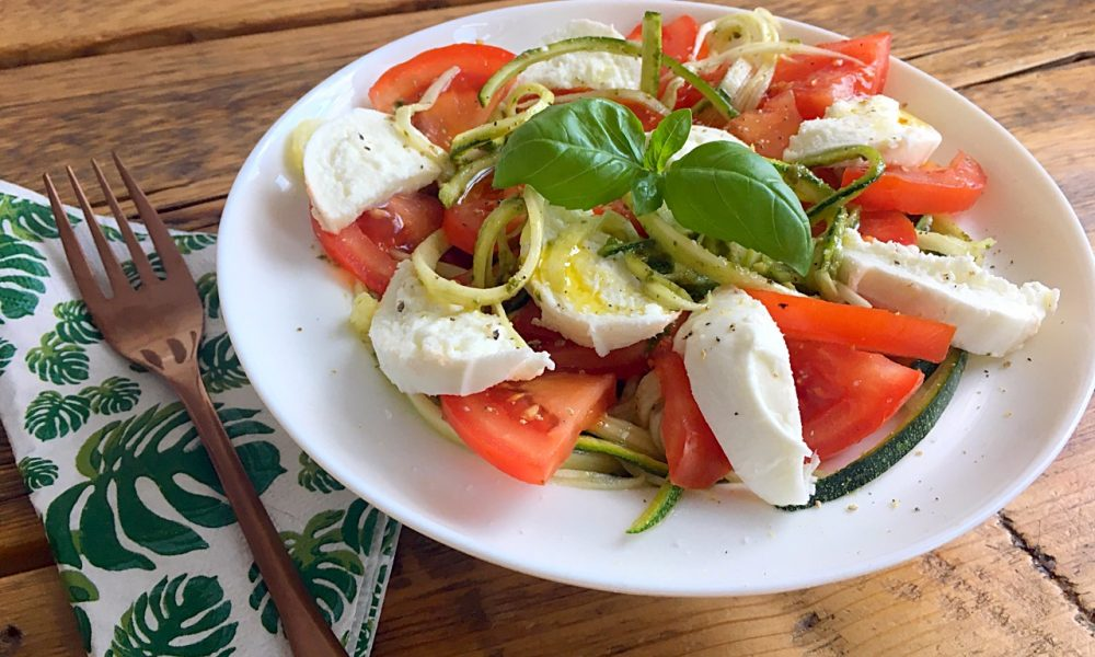 tomaat met mozzarella en pesto