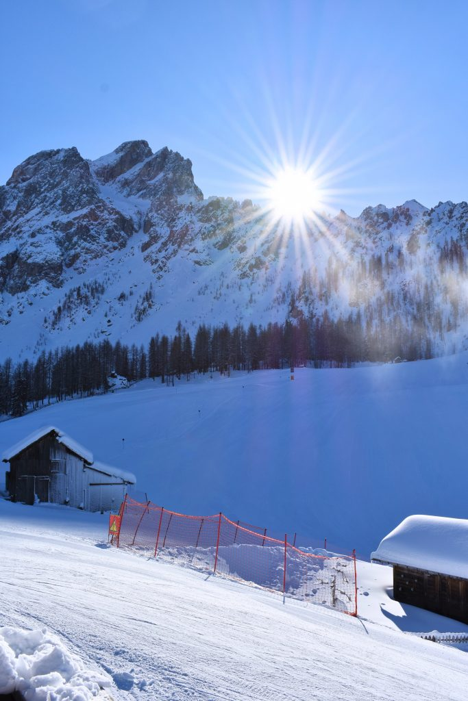 zon in de bergen